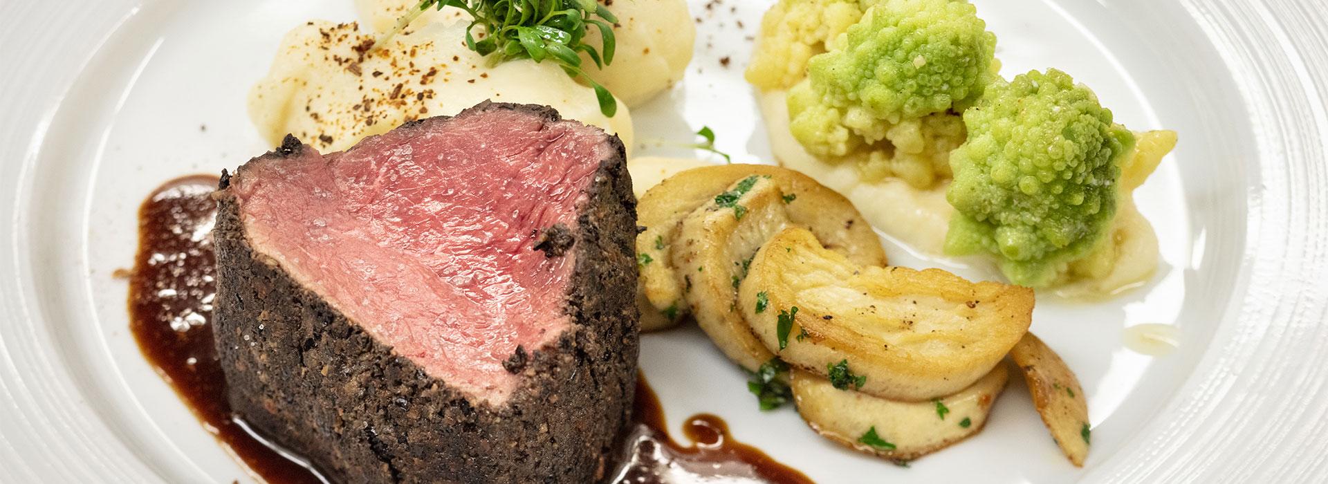Fleisch mit Beilagen im Restaurant Baumhove in Werne