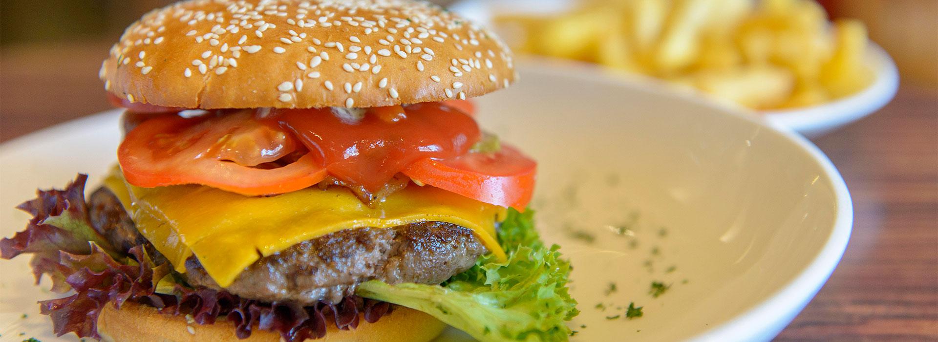 Ein Burger zubereitet vom Restaurant Baumhove in Werne